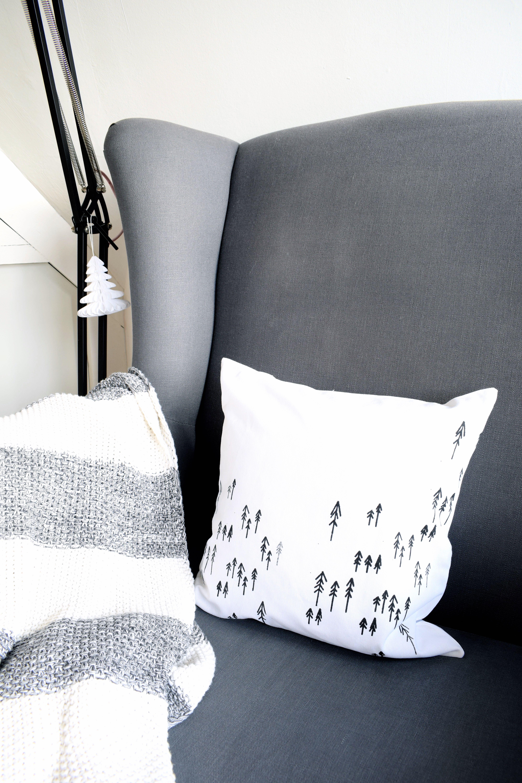 diy kissen drucken mit siebdruckschablonen 107qm schwarz auf wei. Black Bedroom Furniture Sets. Home Design Ideas